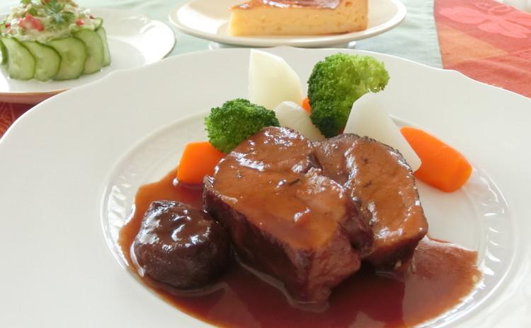 リクエストレッスン◇豚肉のプラム煮、カニとアボカドの前菜、チーズタルト