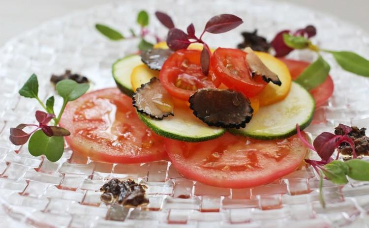 夏野菜のサラダ 夏トリュフ・トリュフソースとともに