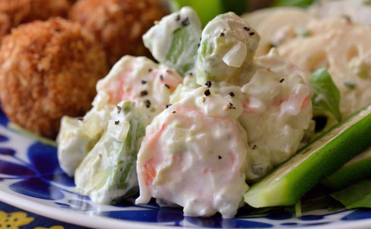 揚げないコロッケ&デリ風サラダで彩り綺麗なワンプレートの献立です♡