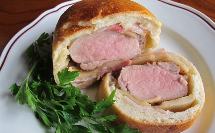 揚げナスのトマトソース、豚ヒレ肉のパン包み焼き、そら豆ズッパ
