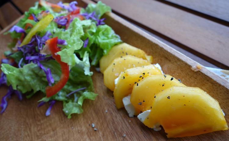 【柿&チーズのすだちサラダ】彩り野菜を添えて