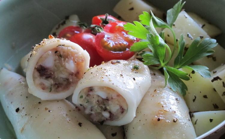 チキンのトマト煮、ヤリイカのパン粉詰め焼き、トウモロコシのカルツォーネ