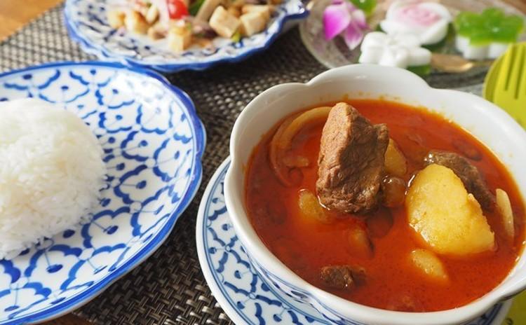 世界美食ランキング第1位のマッサマンカレーを牛肉で作ってさらに高級に!