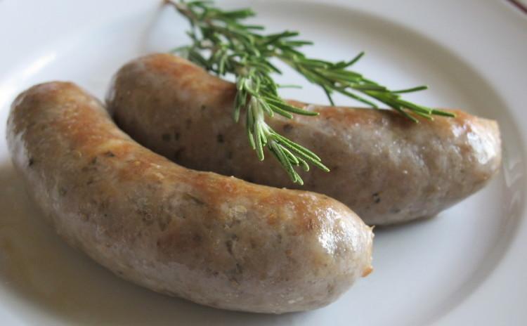 丸ごと手羽元で挽肉を使わないミートソースと手作りサルシッチャ