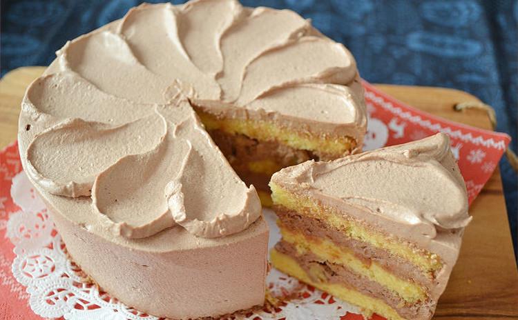 チョコ生クリームとくるみのデコレーションケーキ