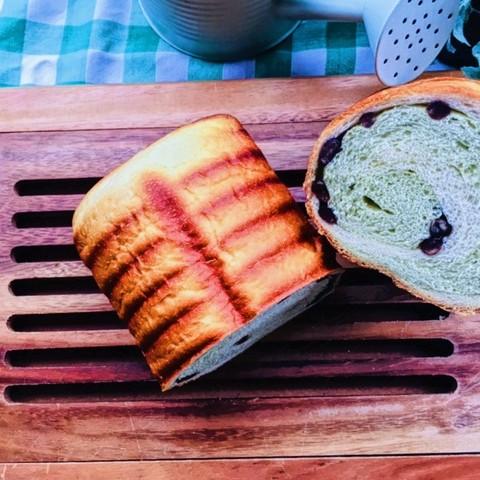 抹茶と黒豆のラウンドパン