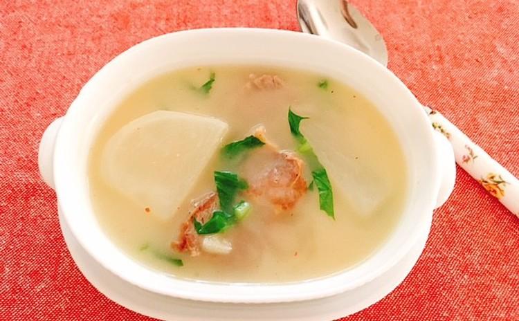 カブと豚かたまり肉のスープ
