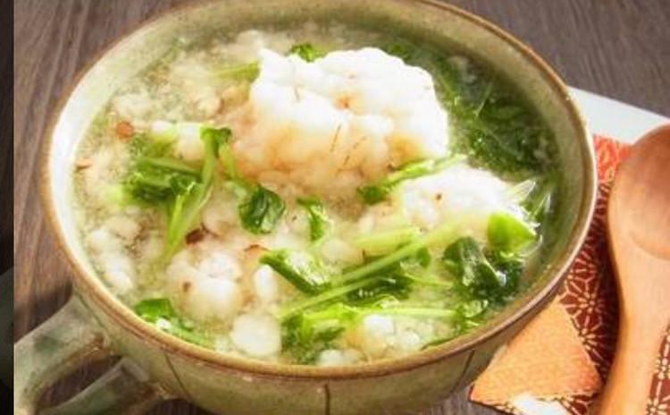 ふわふわ海老団子と豆苗のスープ