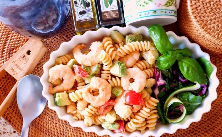 アボカドとエビのパスタサラダ オーロラソース
