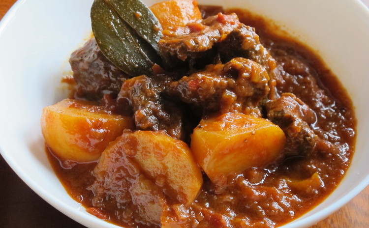 栗と簡単サルシッチャのリゾットと牛肉のパプリカ煮グラーシュ他