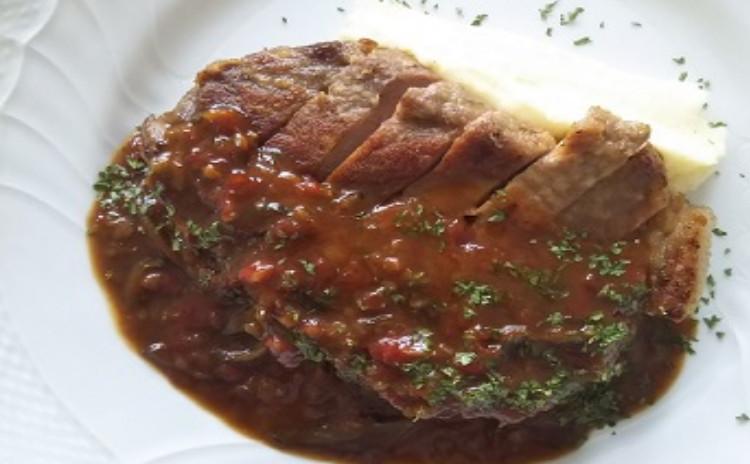 これからの季節に食べたいオニオングラタンスープ&豚肉のソテー・シャルキュティエールソース&チョコレートテリーヌをご紹介
