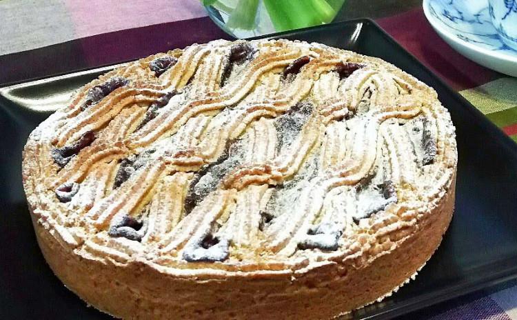 シットリ生地にカリカリヘーゼルナッツとたっぷりラズベリージャムが本当に美味しい・・リンツァートルテ❤