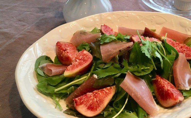 イチジクと生ハムのグリーンサラダ*自家製バルサミコ酢ドレッシング