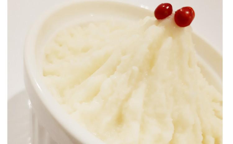 【砂糖不使用ヘルシー洋食】つなぎ無しで作るステーキみたいなワイルドハンバーグwithオニオンソース、バター不使用クリームマッシュポテト、タブレ(中東風パセリサラダ)