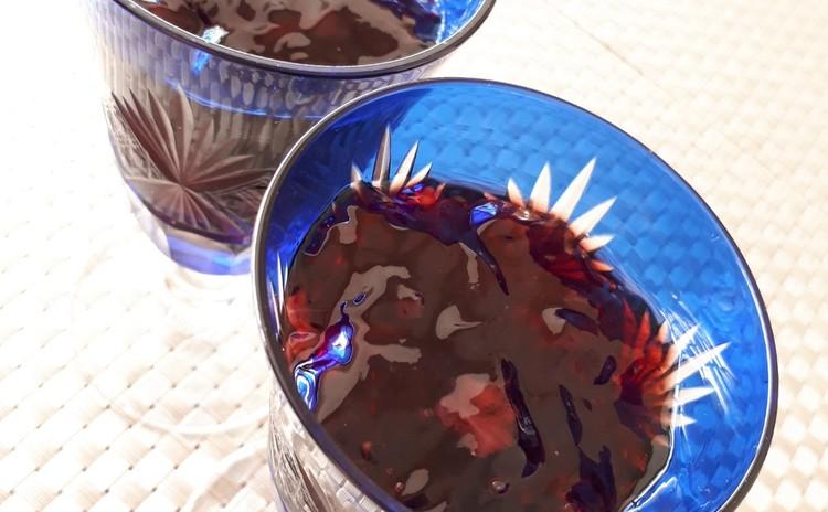 苺ジャムと赤ワインのキラキラゼリー
