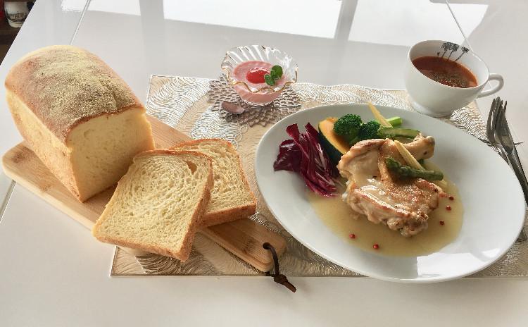 【スイーツorお土産付】コーンチーズ食パン1斤お持ち帰り♪                             本格フランス料理  ローストチキン~レモンバターソース~           ミネストローネ  いちごのババロア