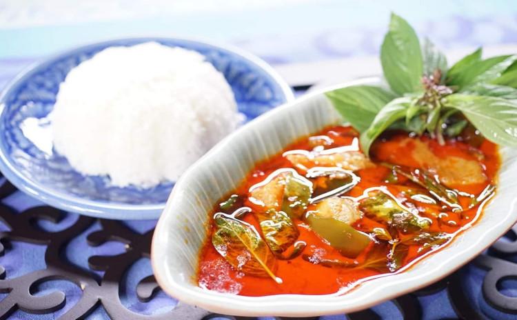 本当に美味しく作れる本格タイ料理。大人気、「海老のトースト揚げ」と「豚肉とナスのレッドカレー」