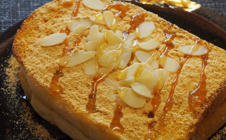 カルビチムと豚キムチチゲ、白菜の白キムチ、ハニートースト