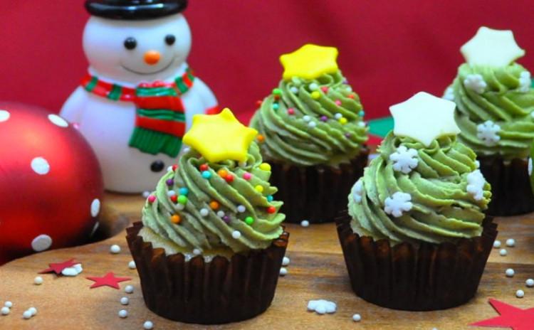 なんと12個お持ちかえり 可愛すぎるカラフルクリスマスツリーケーキ