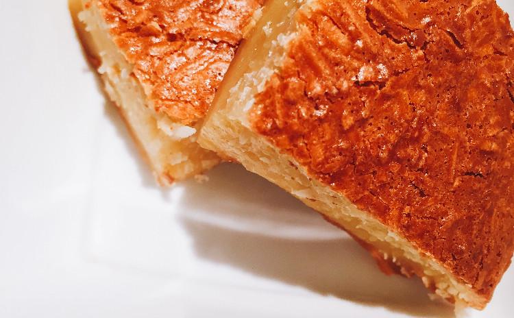 ペーストから作るパッタイは味も格別。可愛いかたちの揚げ春巻きとココナッツの焼き菓子