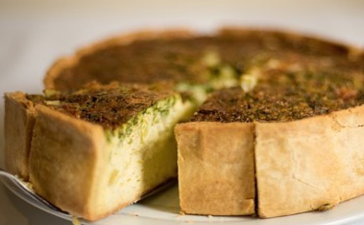 <チーズで料理!>ダブルチーズの贅沢キッシュ❌チーズでご馳走サラダ