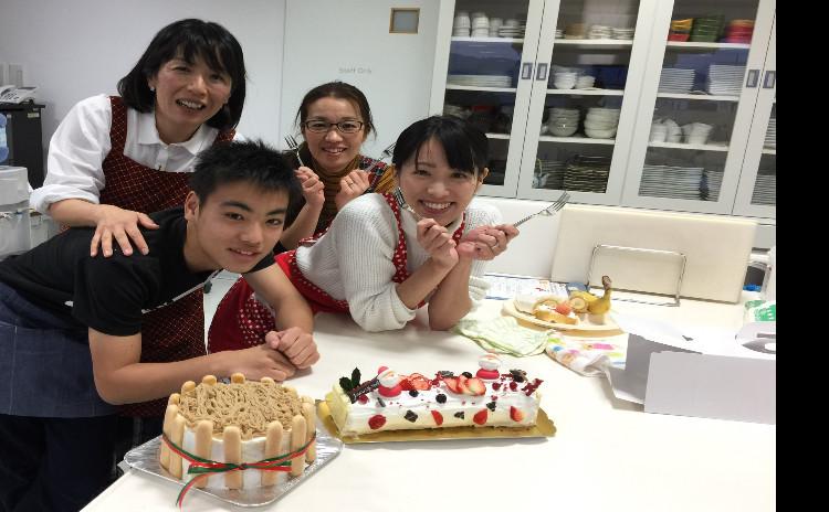 今年も、おうちクリスマスケーキ!苺だけ持ってきてね★