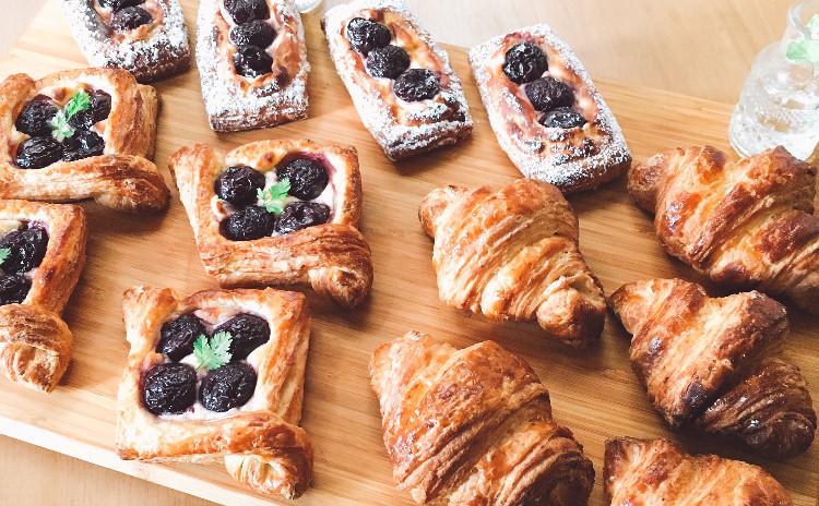 クロワッサン&ダークチェリーデニッシュ  ☆復習セット(任意)&冷蔵発酵パンの試食付き♫