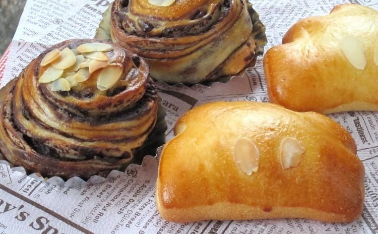 自家製酒種酵母でふんわりスイーツパン「パン・オ・ショコラ」と「クリームパン」