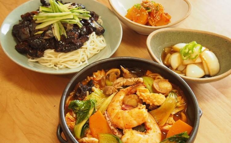 韓国式ジャージャー麺と海鮮ちゃんぽんほか、漬物2品、野菜のホットック(玉ねぎの漬物お土産付き)