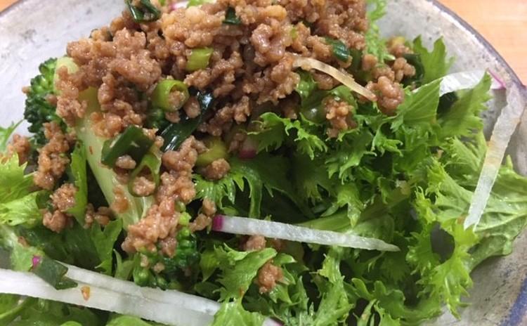 使える!ピリ辛そぼろと季節野菜のホットサラダ