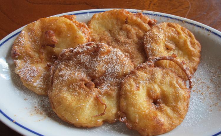 カキのペペロンチーノ、カラメルトマトとモッツァレラチーズのトルタ、リンゴのフリッテッレ