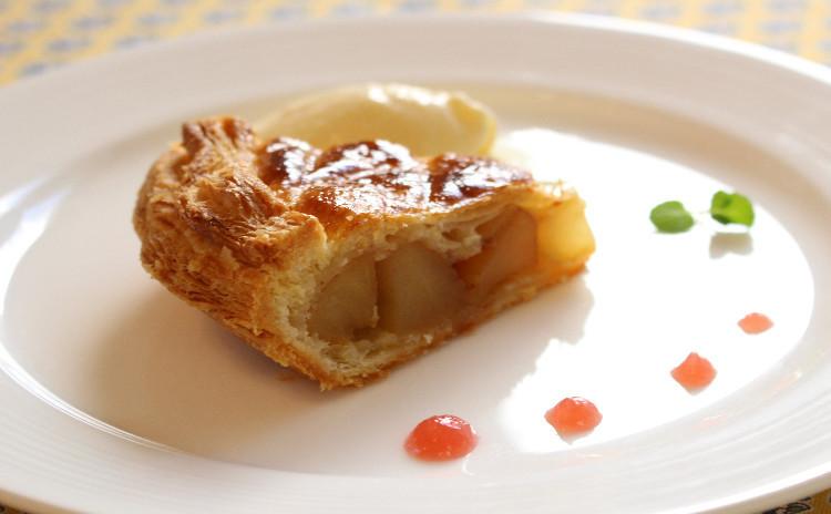 キャラメルりんごのアップルパイ♪ リッチな配合のパイ生地で!
