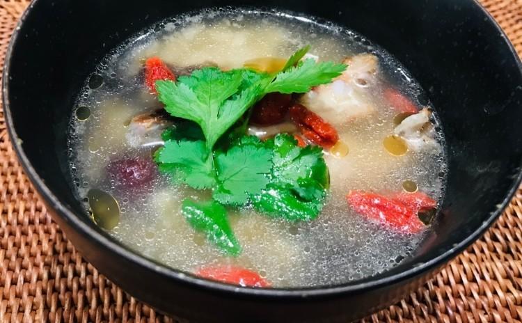 リクエストにお応えして、、、、身体温まるホカホカ豚まんとコラーゲンたっぷり鶏手羽の雑穀米スープ