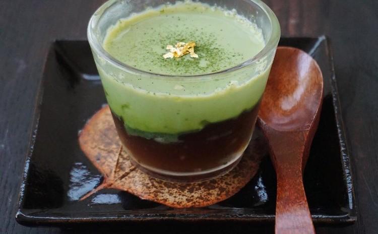 抹茶とほうじ茶の二層ゼリー