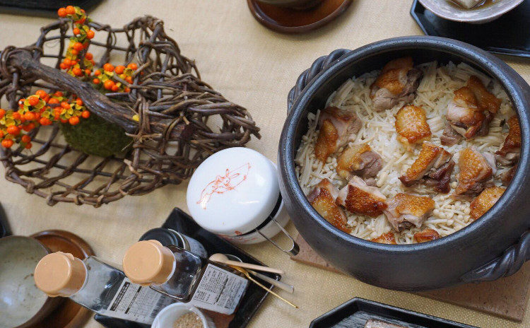 日本三大地鶏「比内地鶏」を味わう♪/「三度楽しめる比内地鶏の土鍋飯」/比内地鶏と蓮根のわさマヨ和え/その他3品