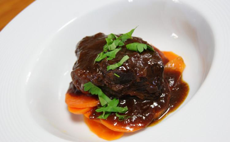 寒い冬こそじっくり煮込んだお肉料理を!