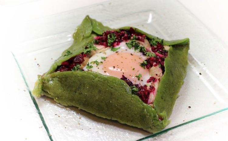 冬野菜のクレープ 赤いラヴィゴットソースを添えて