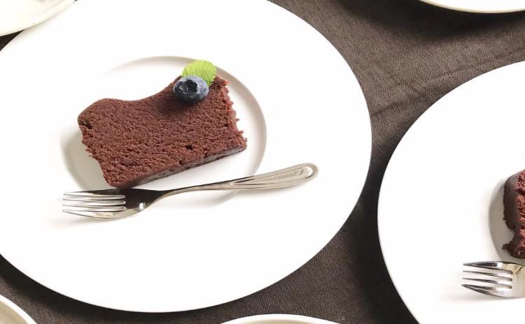 白砂糖・乳製品・小麦粉不使用 「今月のロースイーツ ホワイトチョコレートケーキ」