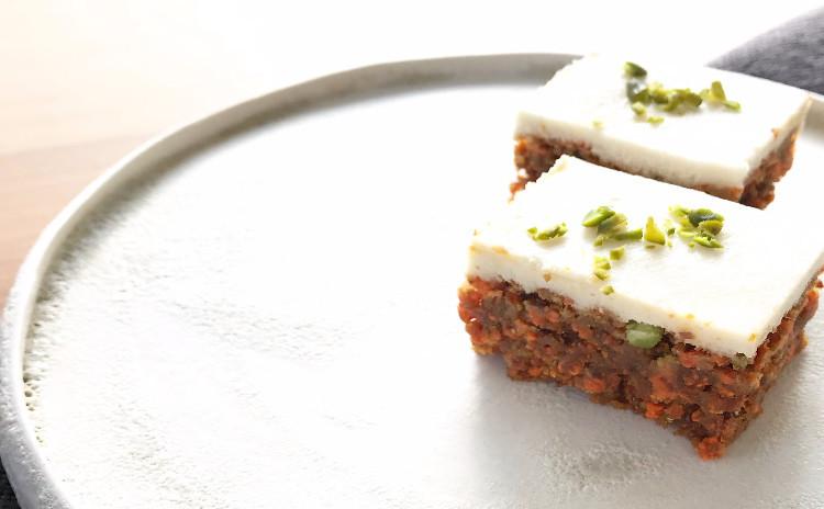 白砂糖・乳製品・小麦粉不使用、焼かない ローベジスイーツ「キャロットケーキ&牛蒡入りブラウニー」