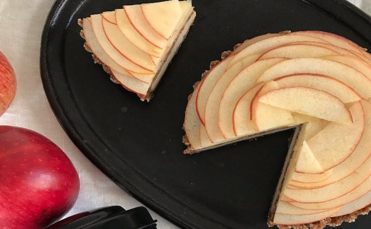 白砂糖・乳製品・小麦粉不使用 今月のロースイーツ「アップルクランブルケーキ」