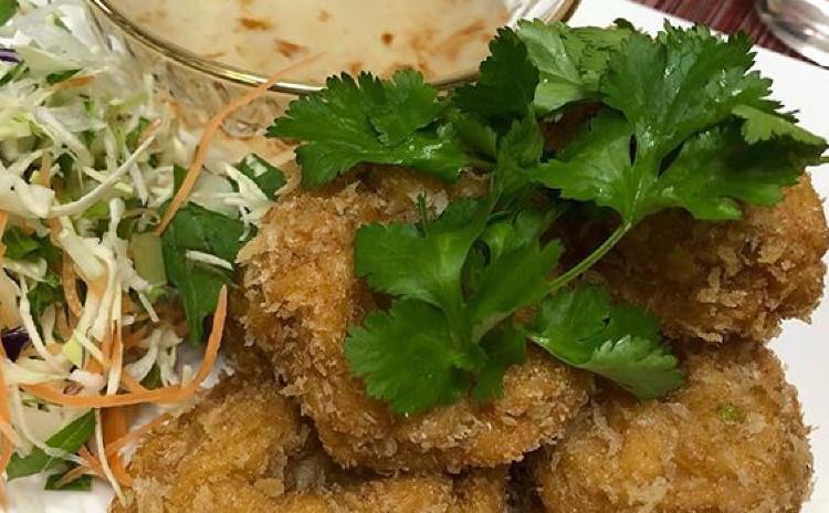 美味しいタイ料理「プーパッポンガリー」*殻ごとを食べられるソフトシェルクラブのカレー炒め*本格的春雨のサラダ*海老すり身揚げ