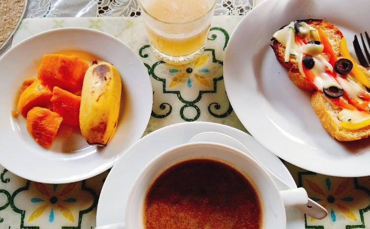 【スリランカ・アーユルべヴェーダ料理でお正月太りをリセット!】ロティ(平たいパン)、ムング豆のお粥、野菜のカレー、和え物、フルーツサラダ、消化を促すスパイスティーを作ります