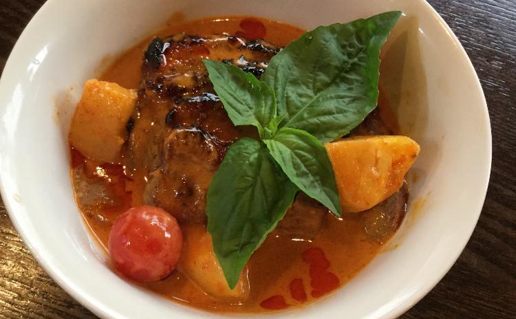 美味しいタイ料理。*鴨のレッドカレーと素麺*フルーツサラダ*デザート三色もち団子ココナッツミルクしるこ