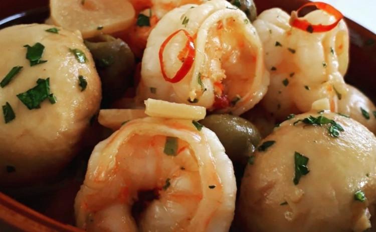 【ワインが止まらなくなる洋食】①濃厚ポルチーニリゾット、②海老のあっさりアヒージョ
