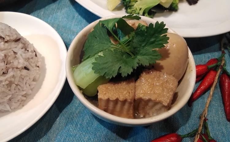 ムーパロ  タイ豚角煮
