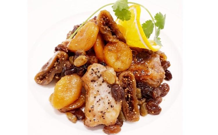 豚肉とドライフルーツの白ワイン煮込み(単品定価:9,500円)