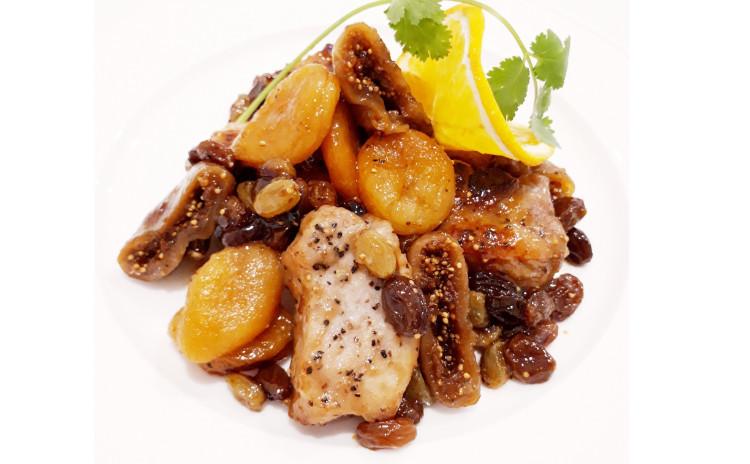 【美容スペシャル洋食】①ドライフルーツと豚肉の白ワイン煮込み、②にんじんドレッシングの具沢山サラダ
