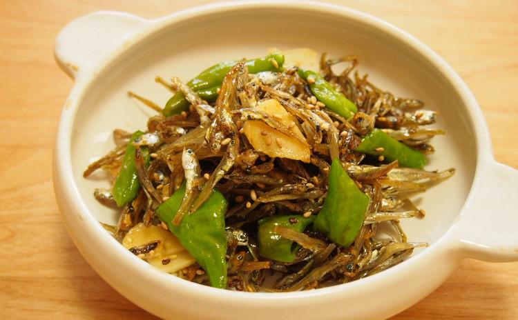 海鮮ビビンパと豆腐の煮物、ししとうと煮干しの炒め物ほか2品