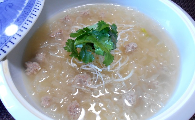 白木耳と肉団子のスープ