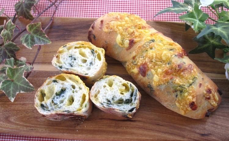 1つの生地で3種のパン!「ほうれん草チェダーツイスト」「イングリッシュマフィン」「桜あんパン」ホシノ天然酵母で。